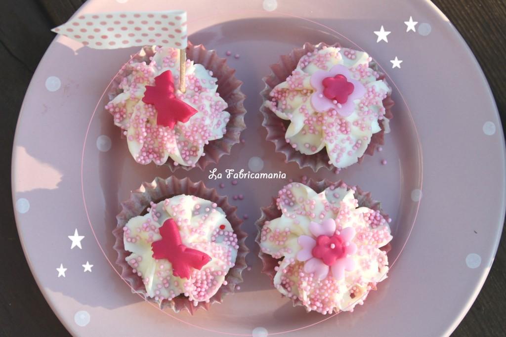 la fabricamania- table gourmande- goûter d'anniversaire-cupcake déco