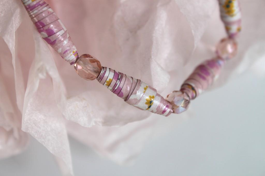 bijou en perles de papier