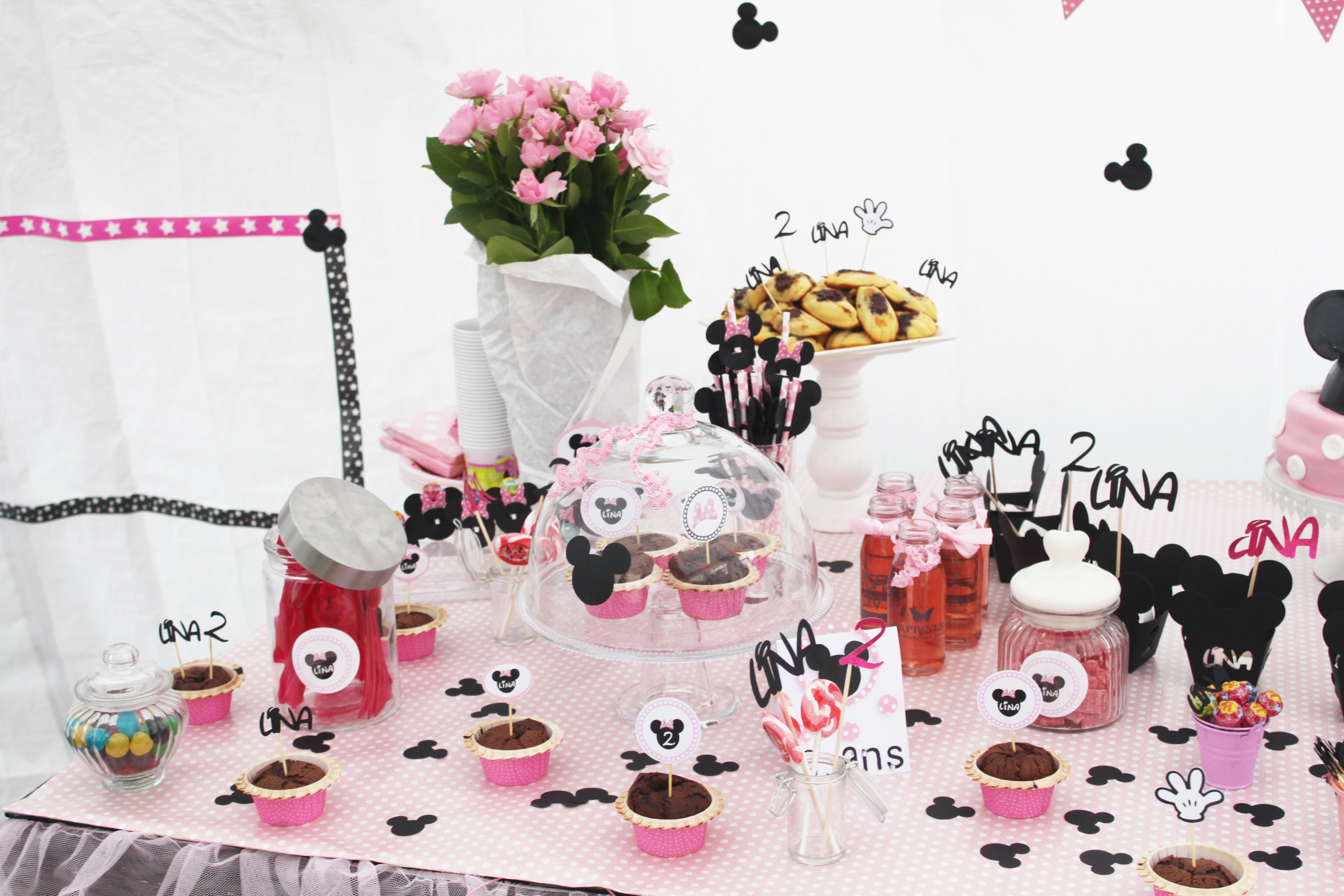 un candybar sur le th me de minnie f te anniversaire de lina de 2 ans la fabricamania. Black Bedroom Furniture Sets. Home Design Ideas